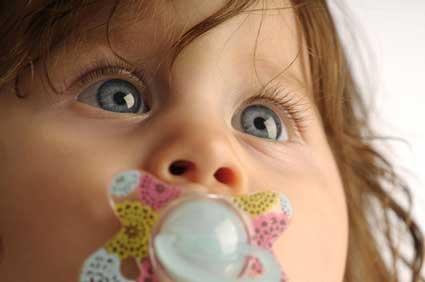 La tétine ou sucette pour bébé: pour ou contre?